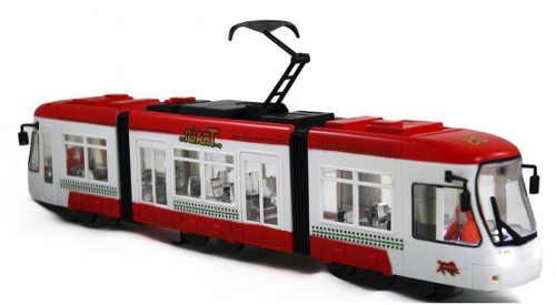 Červená kloubová tramvaj hlasící zastávky