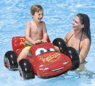 Nafukovací auto Cars do bazénu