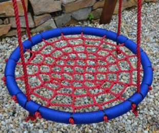 Červeno-modrý houpací kruh o průměru 85 cm