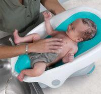 Tyrkysová polohovatelná koupací sedačka Summer Infant Clean Rinse