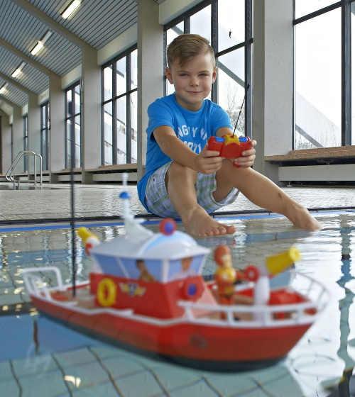 Loď na dálkové ovládání pro kluky